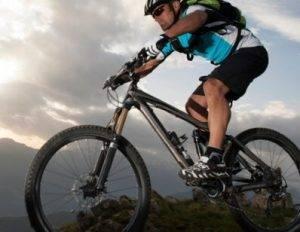 Oferta bicicletas Valencia - Imágen de un ciclista de montaña