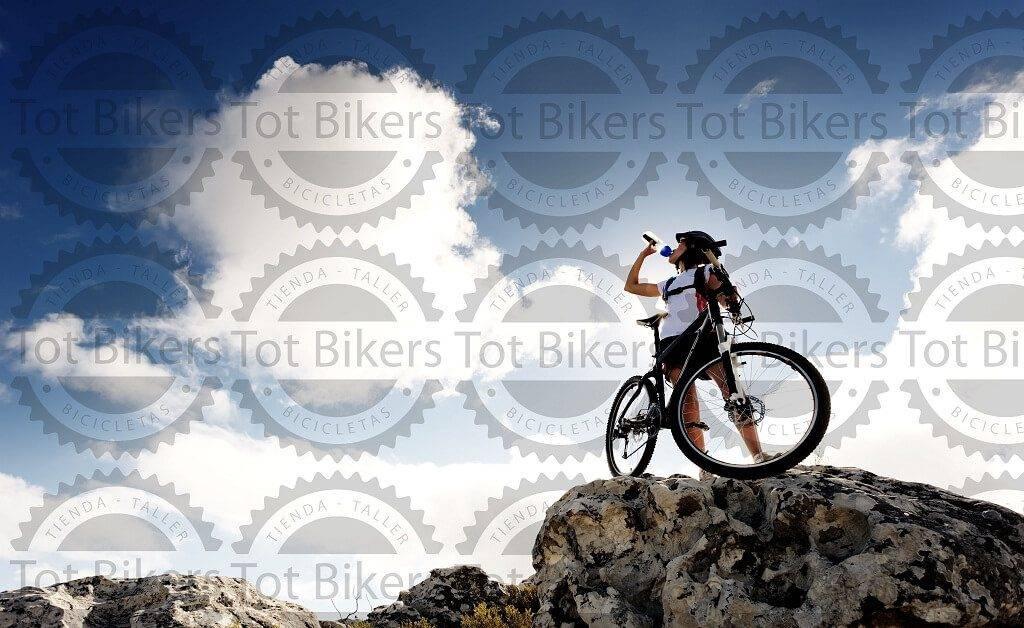 Oferta bicicletas Valencia - Imágen de un ciclista y un paisaje bonito